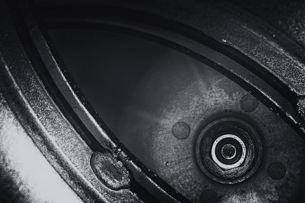 Ungewöhnliches roboterauge im steampunk-stil in graustufen. fokussierter roboterblick.