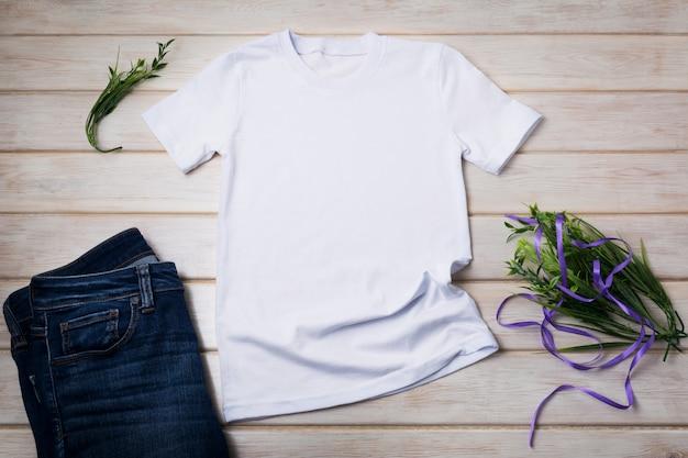 Unisex t-shirt mit lila band