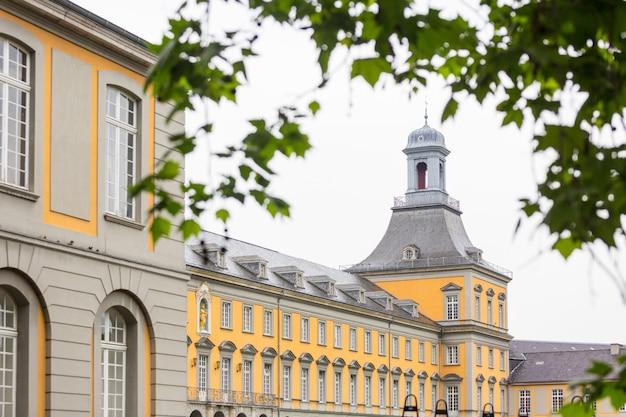 Universitätshauptgebäude in bonn, deutschland