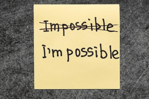 Unmöglich - ich bin ein mögliches konzept handschriftlich auf gelbem papierzettel