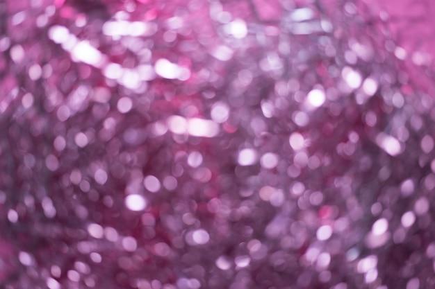 Unschärfe der weihnachtsdekorationen. abstrakt verwischt von rosa und silbernen lichter hintergrund