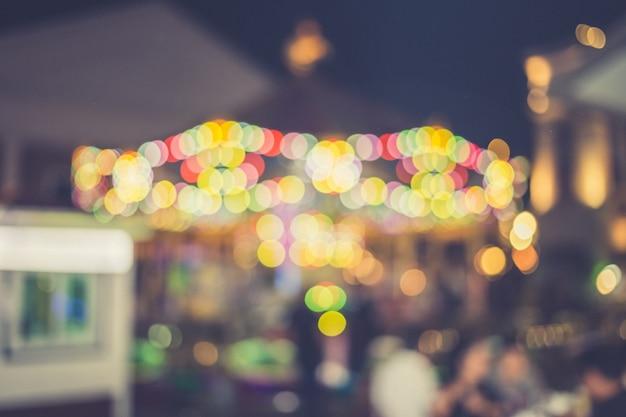 Unschärfe des lichts am karneval festival nacht markt hintergrund