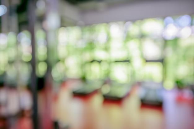 Unscharf gestelltes fitnessstudio interieur