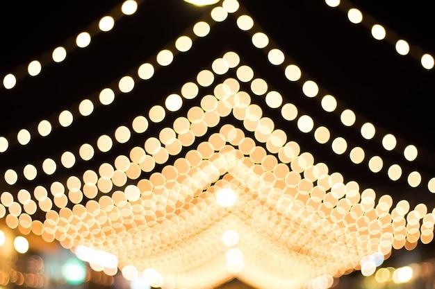 Unscharf mit bokeh des lichtes in der nacht des festivals.