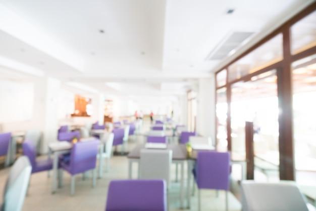 Unscharf restaurant mit lila stühle