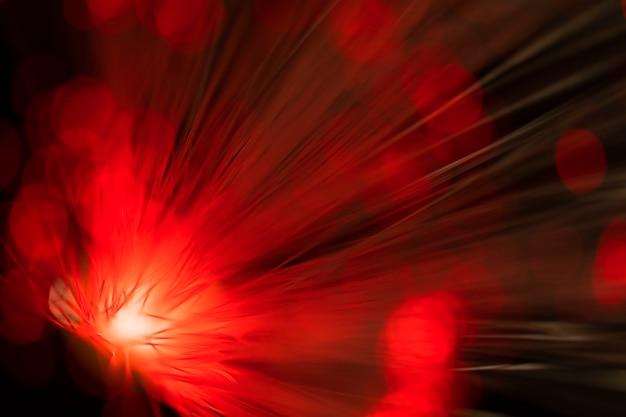 Unscharf rote faseroptik leuchtet