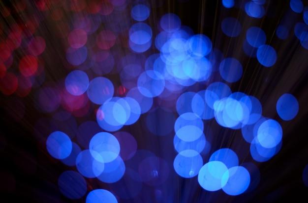 Unscharfe abstrakte rosa und blaue bokeh lichter.