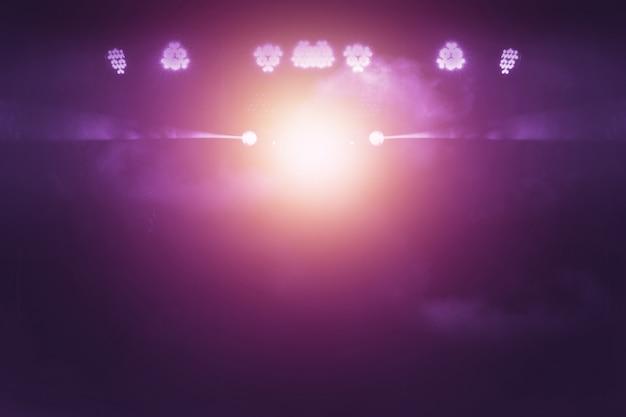 Unscharfe lichter auf stadium, abstraktes bild der konzertbeleuchtung
