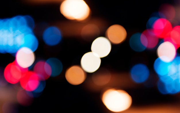Unscharfe straße bokeh lichter in der nacht