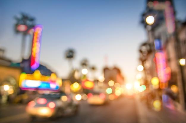 Unscharfe unschärfe des hollywood boulevard bei sonnenuntergang