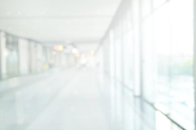 Unscharfe wandinnenansicht mit blick auf lobby- und eingangstüren perspective building hallway