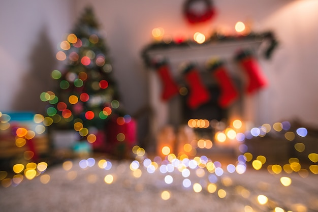 Unscharfe wohnzimmer mit bunten lichtern