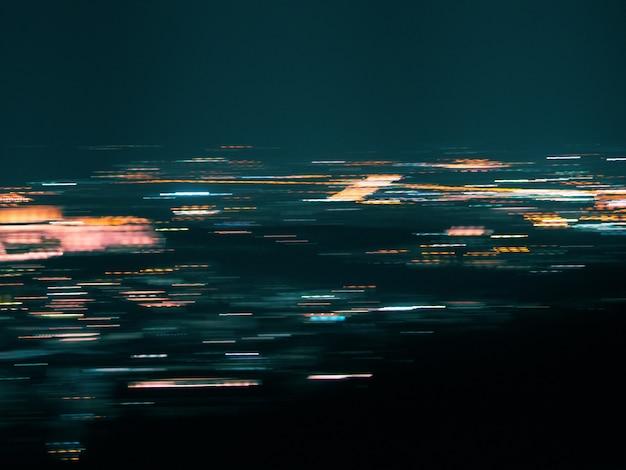 Unscharfer bewegungsstadt-lichthintergrund. abstrakter hintergrund mit bokeh defocused lichtern.