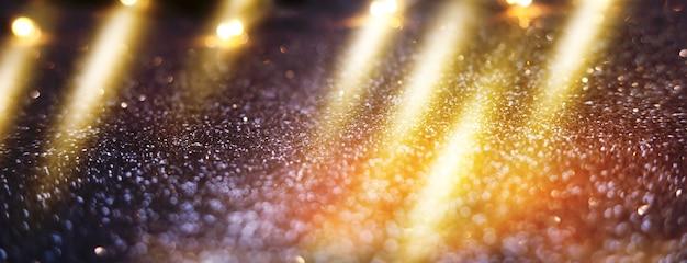Unscharfer dunkler abstrakter hintergrund mit glitzernden lichtern bokeh ultraviolett glitzernde lichter