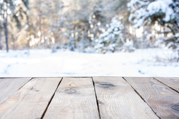 Unscharfer hintergrund des schneebedeckten weihnachtsnaturhintergrunds