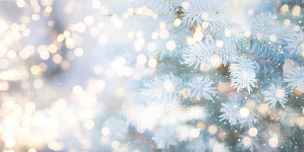 Unscharfer hintergrund. hintergrund der weihnachts- und neujahrsfeiertage.