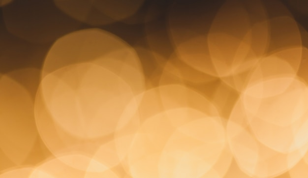 Unscharfer hintergrund von farbigen gelben lichtern.