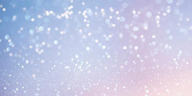Unscharfer hintergrund. weihnachtshintergrund mit tannenbaum und dekor.