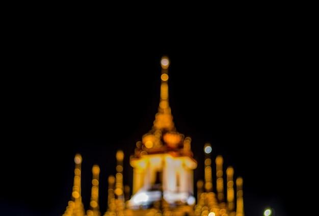Unscharfer palast loha prasat metal in bangkok, thailand