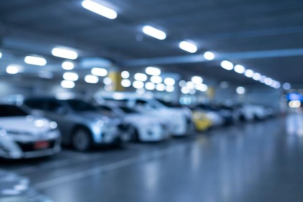 Unscharfes autoparken im einkaufszentrum
