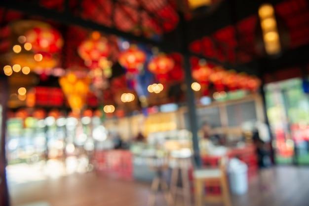 Unscharfes bild der kaffeestube werden für hintergrund verwendet (gefiltertes bild verarbeiteter weinleseeffekt.)