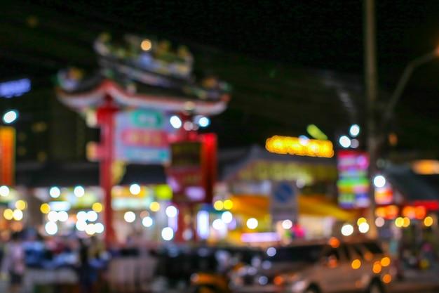 Unscharfes buntes helles bild der porzellanstadt und des einkaufszentrums