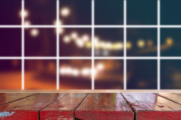 Unscharfes licht auf der straße in der stadt mit bokeh abstrakten hintergrund