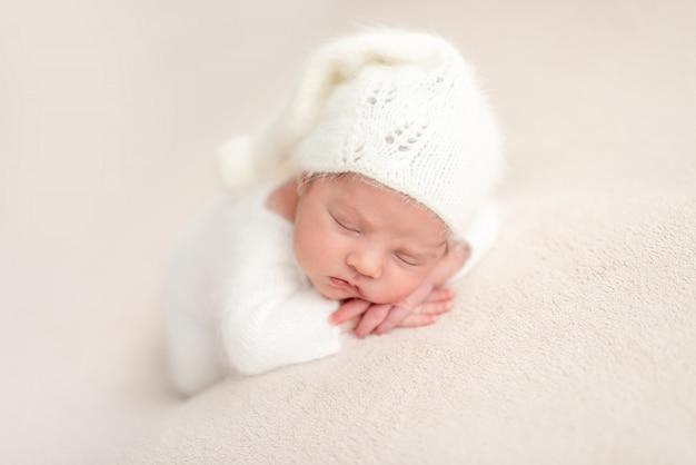 Unschuldiger neugeborener engel
