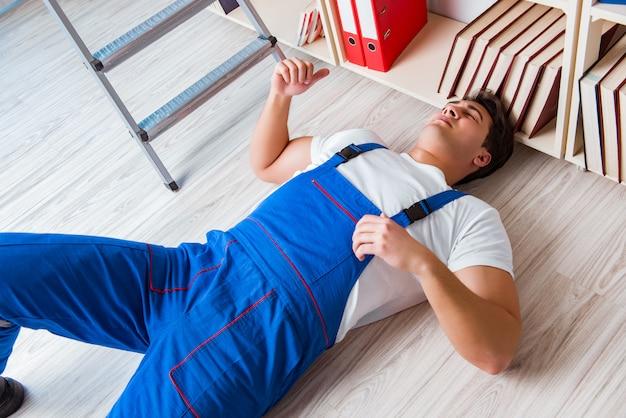Unsicheres verhaltenskonzept mit fallender arbeitskraft