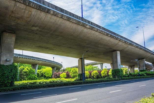 Unter dem viadukt der stadt Kostenlose Fotos