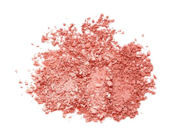 Unterbrochene korallenrote augenschminke- oder errötungspalettenbeschaffenheit - matt, satin und schimmer getrennt auf weiß.