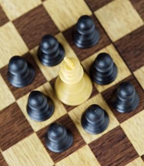 Untergebene des königs (fokus in der karte des königs)