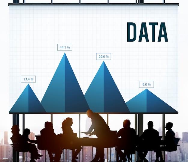 Unternehmensstatistiken und daten werden bei besprechungen analysiert