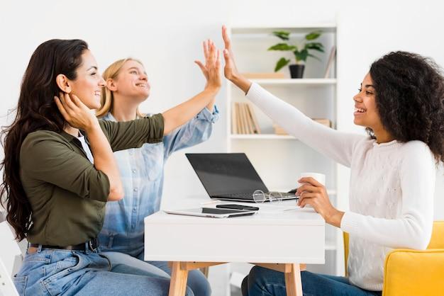 Unternehmenstreffen mit frauen