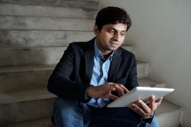 Unternehmer beschäftigt mit der arbeit