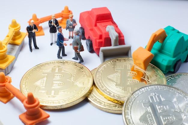 Unternehmer händedruck, vereinbaren, im bitcoin-mining-betrieb zusammenzuarbeiten