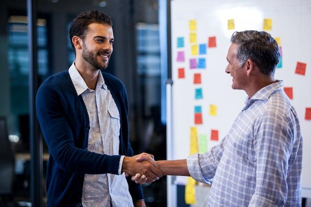 Unternehmer mit einem händedruck