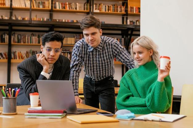 Unternehmertreffen im büro