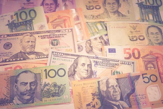 Unterschiedliche gestapelte banknote für geschäftshintergrundweinleseton
