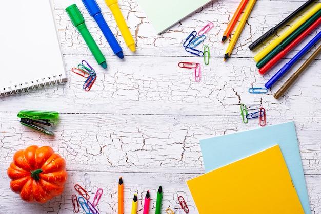 Unterschiedliches buntes briefpapier für studenten