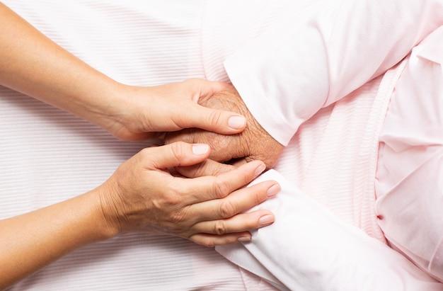 Unterstützung und hilfe für ältere menschen