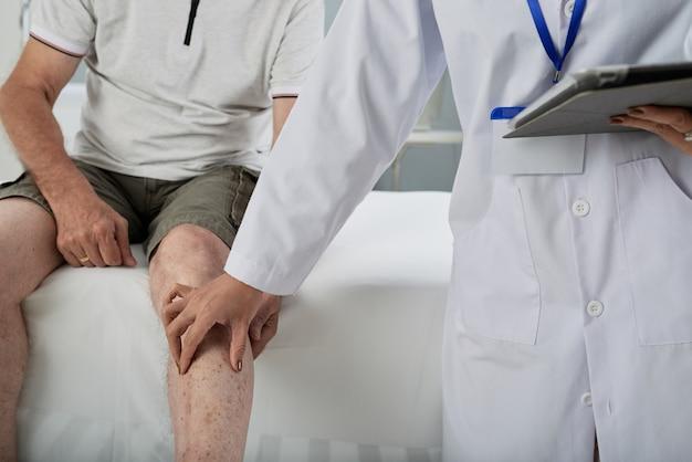 Untersuchender patient