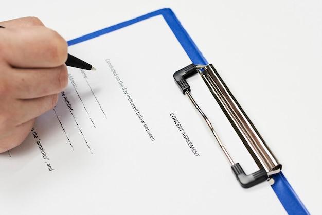 Unterzeichnung des konzertvertrags