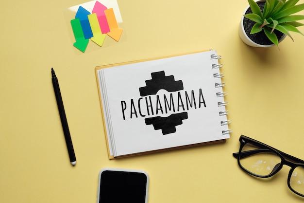 Urlaub pachamama hand auf einem notebook gezeichnet.