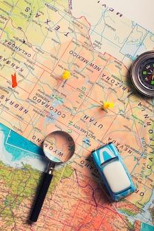 Urlaubsreise mit dem auto. karte mit punkten