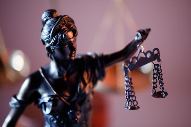 Urteils- und rechtskonzept. figur von lady justice.