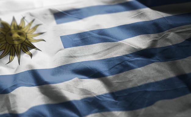 Uruguay-flagge zerknittert nah oben