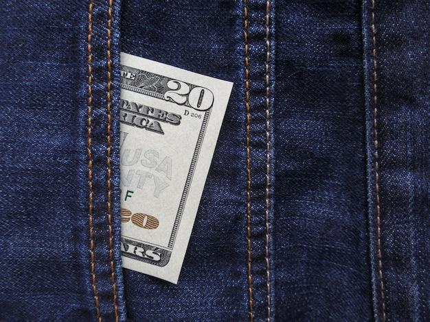 Us-dollar banknoten in jeanstasche nahaufnahme.