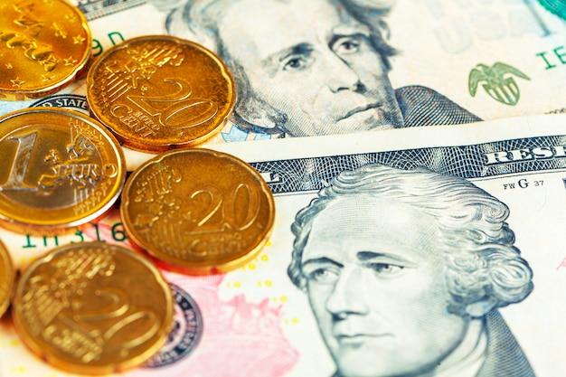 Us-dollar-scheine und münzen