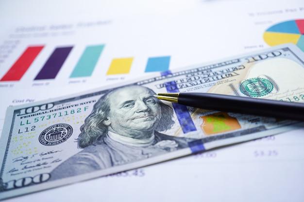 Us-dollar und eurobanknotengeld auf diagrammdiagramm-hintergrundpapier.